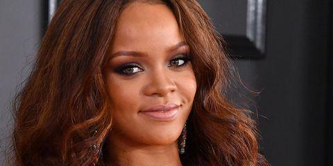 Rihanna at Grammys 2017 | ELLE UK