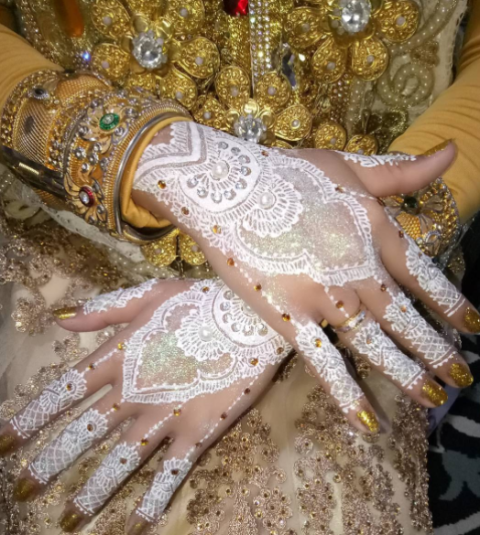 14 Glitter Henna Designs Giving Us Serious Sparkle Envy