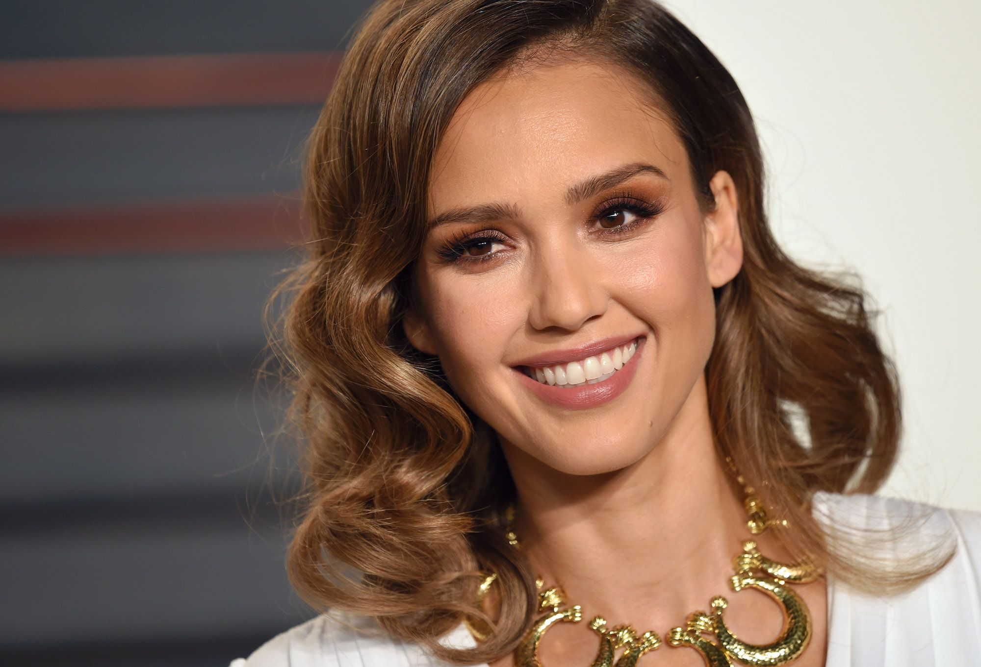 Loral Instant Highlights Gives You Jessica Alba Hair In Just 1 Hour