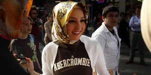 Young Muslim Woman in abercrombie t-shirt