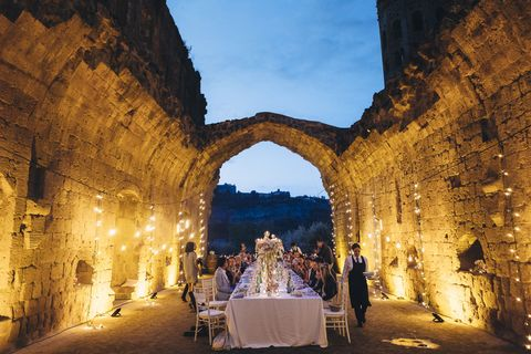 Tablecloth, Arch, Linens, History, Arcade, Ancient history, Ruins, Historic site, Hall, Medieval architecture,