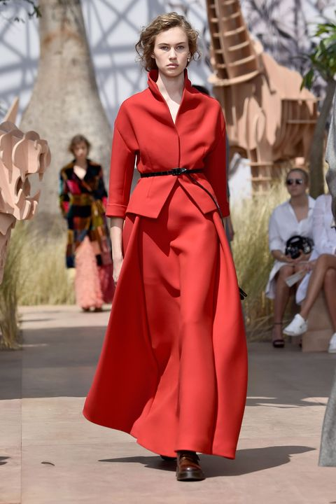 Sunglasses, Dress, Style, Fashion show, Fashion model, Fashion, Street fashion, Neck, Costume design, One-piece garment,