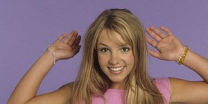 Britney Spears poses during a portrait session on May 1, 1999 in Los Angeles, California | ELLE UK