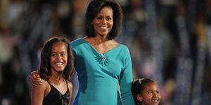 Michelle obama with sasha obama & malia obama