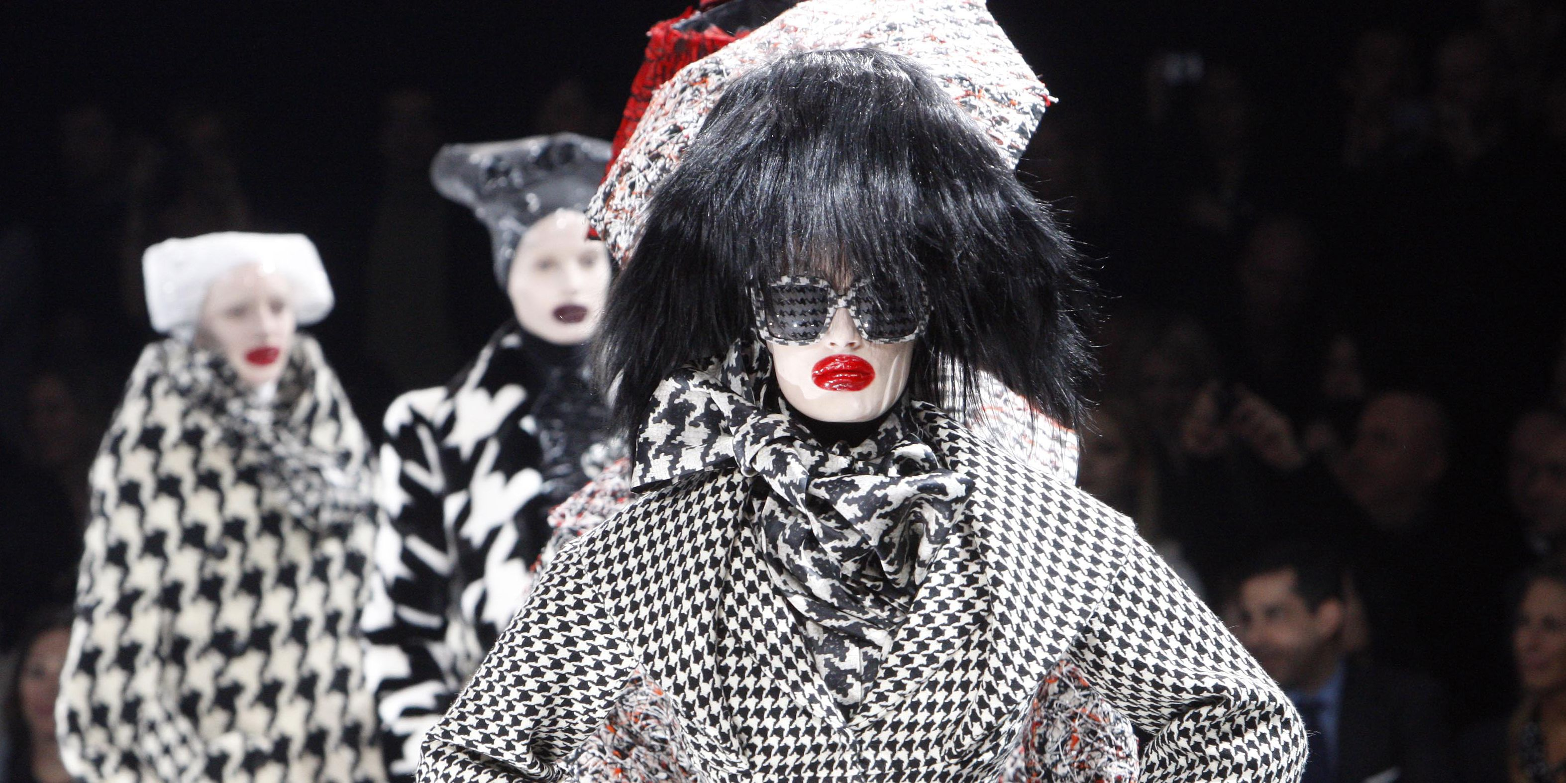 18 Scary Halloween Hairstyles Halloween Hair Ideas From The Runway
