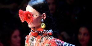 milan fashion week ss18 dolce gabbana - feather glasses