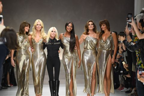 Naomi Campbell Cindy Crawford Claudia Schiffer The Original Supermodels Back For Versace Ss18 In Milan