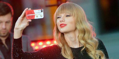 Hair, Blond, Lip, Hairstyle, Beauty, Selfie, Long hair, Photography, Technology, Brown hair,
