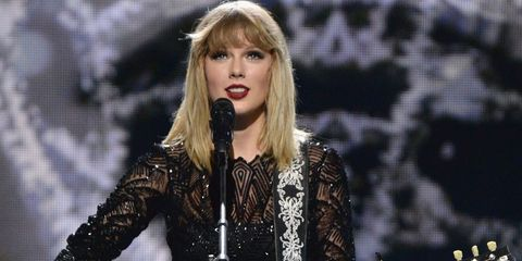 Music artist, Singer, Performance, Fashion model, Fashion, Lip, Singing, Blond, Pop music, Microphone,