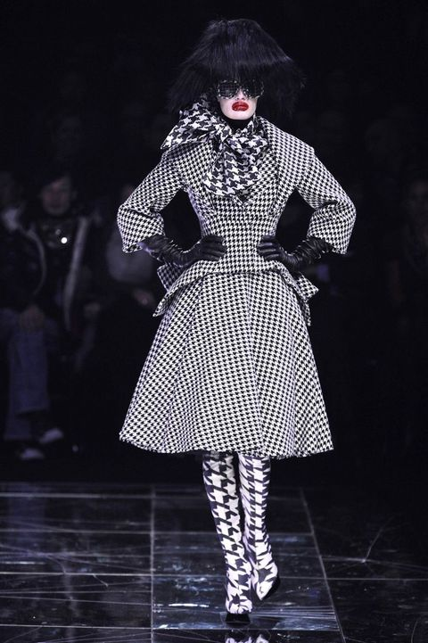 Fashion, Runway, Clothing, Fashion model, Fashion design, Fashion show, Haute couture, Black-and-white, Outerwear, Dress,