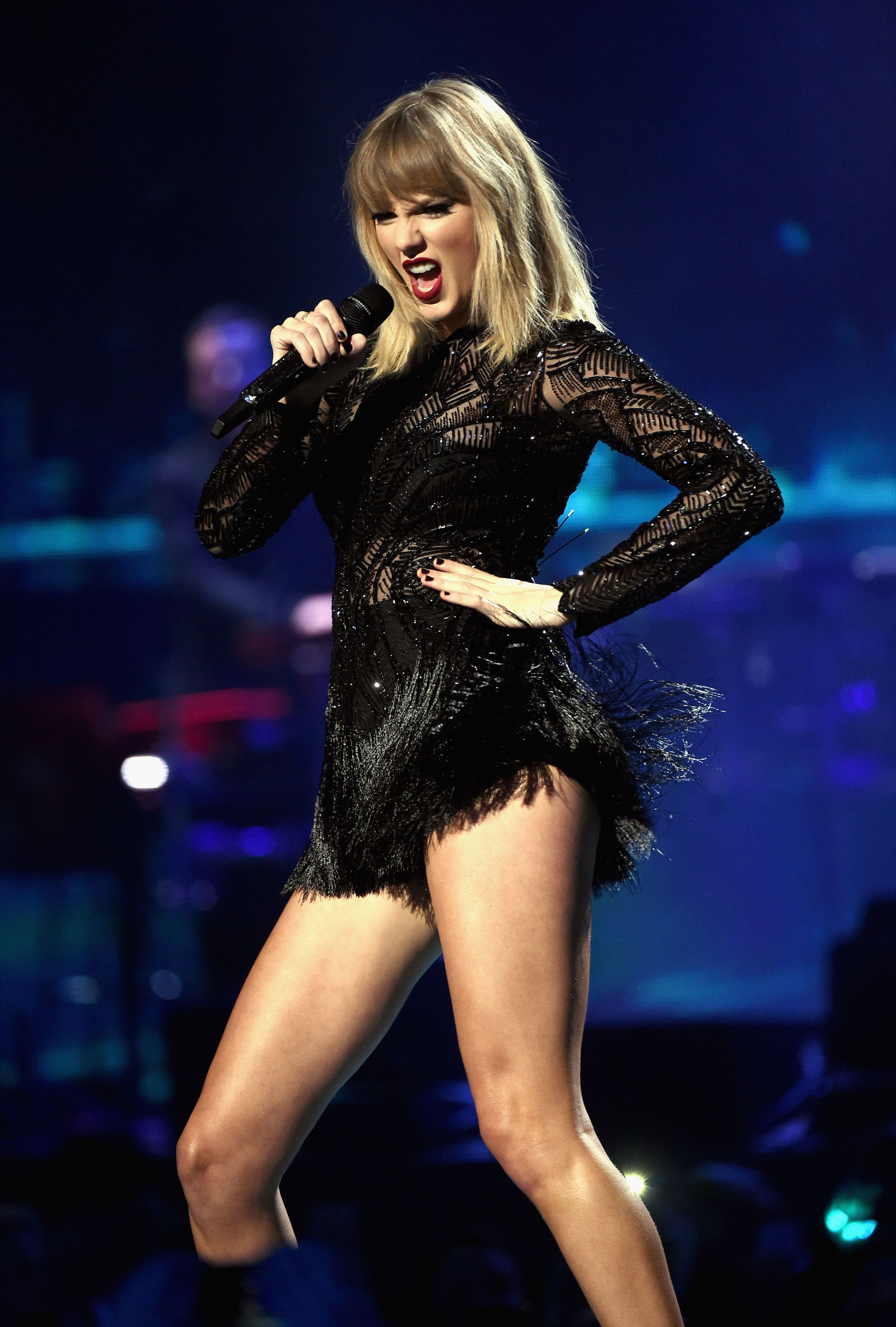 Naked pics of taylor swift pic 267