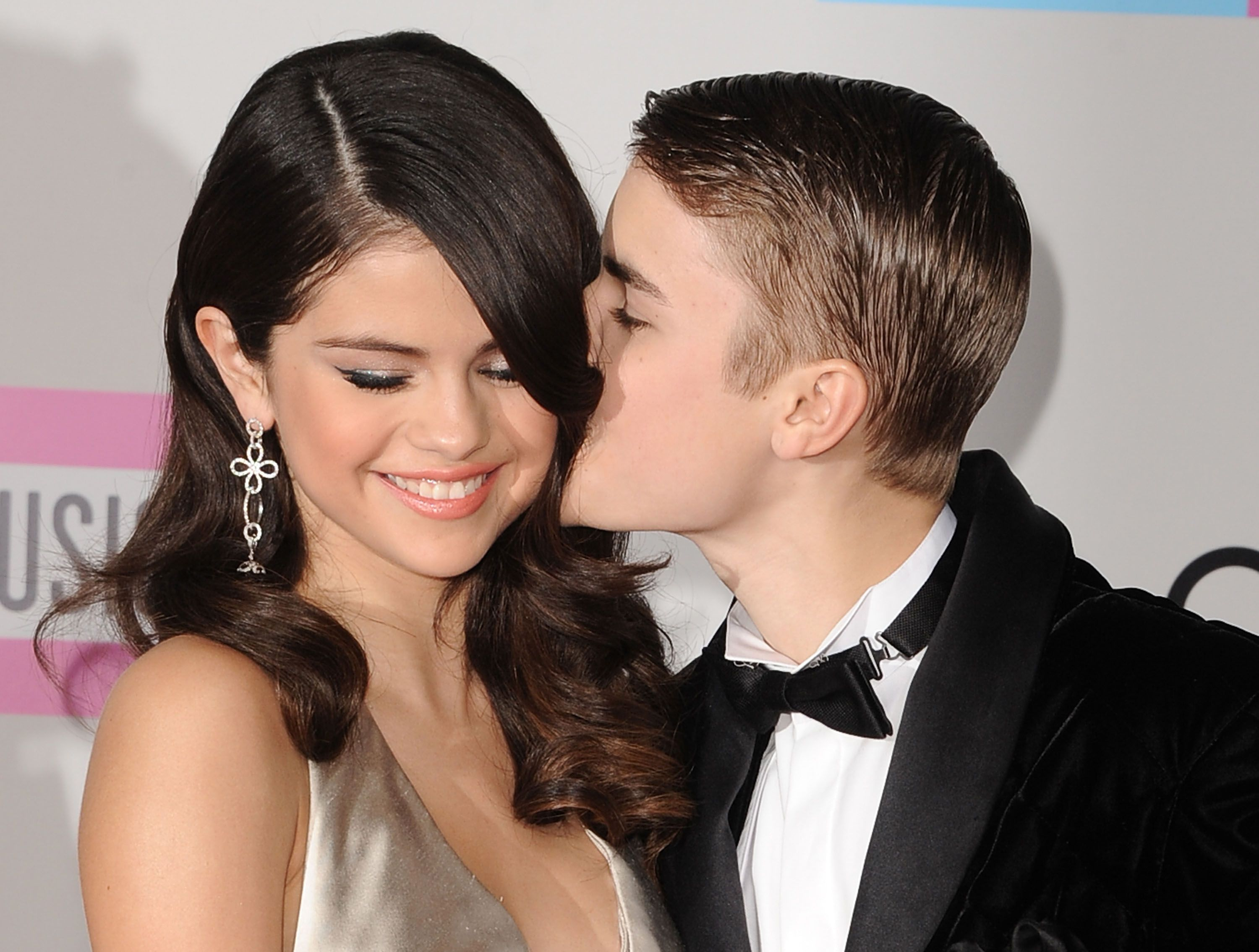 Who is selena gomez dating right now 2019