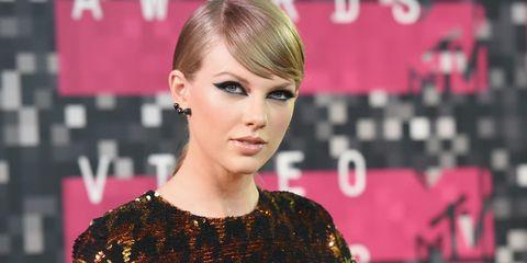 Hair, Hairstyle, Face, Eyebrow, Lip, Beauty, Eyelash, Blond, Chin, Forehead,