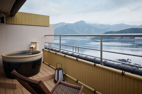 Property, Architecture, Room, Balcony, Water, Deck, Luxury yacht, Real estate, Jacuzzi, Handrail,
