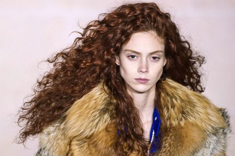 10 Ways To Get Curly Hair Without Heat Hair Straighteners Or Heated