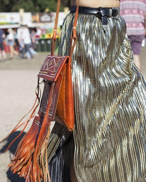 Handbag, Street fashion, Bag, Hobo bag, Leather, Fashion accessory, Outerwear, Feather,