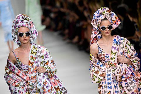 Eyewear, Sunglasses, Clothing, Street fashion, Turban, Fashion, Glasses, Yellow, Headgear, Dress,