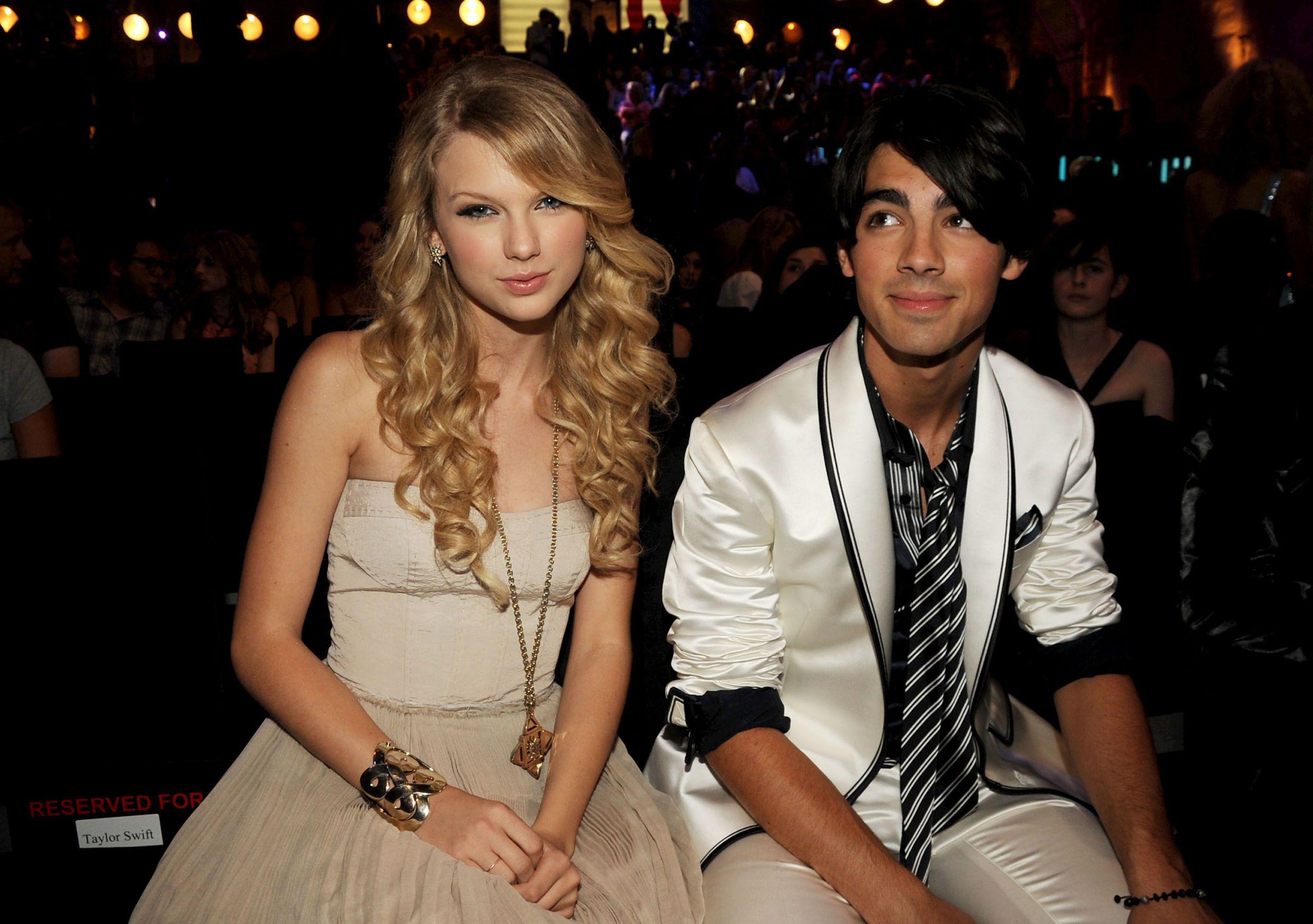 Ashley Benson och Joe Jonas dating