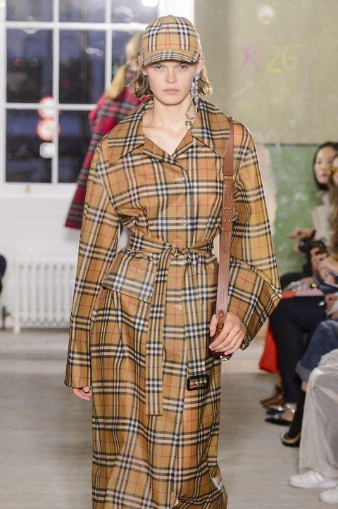 Nose, Plaid, Sleeve, Pattern, Collar, Shoulder, Textile, Tartan, Style, Street fashion,