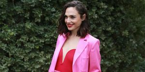 Gal gadot pink suit palm springs film