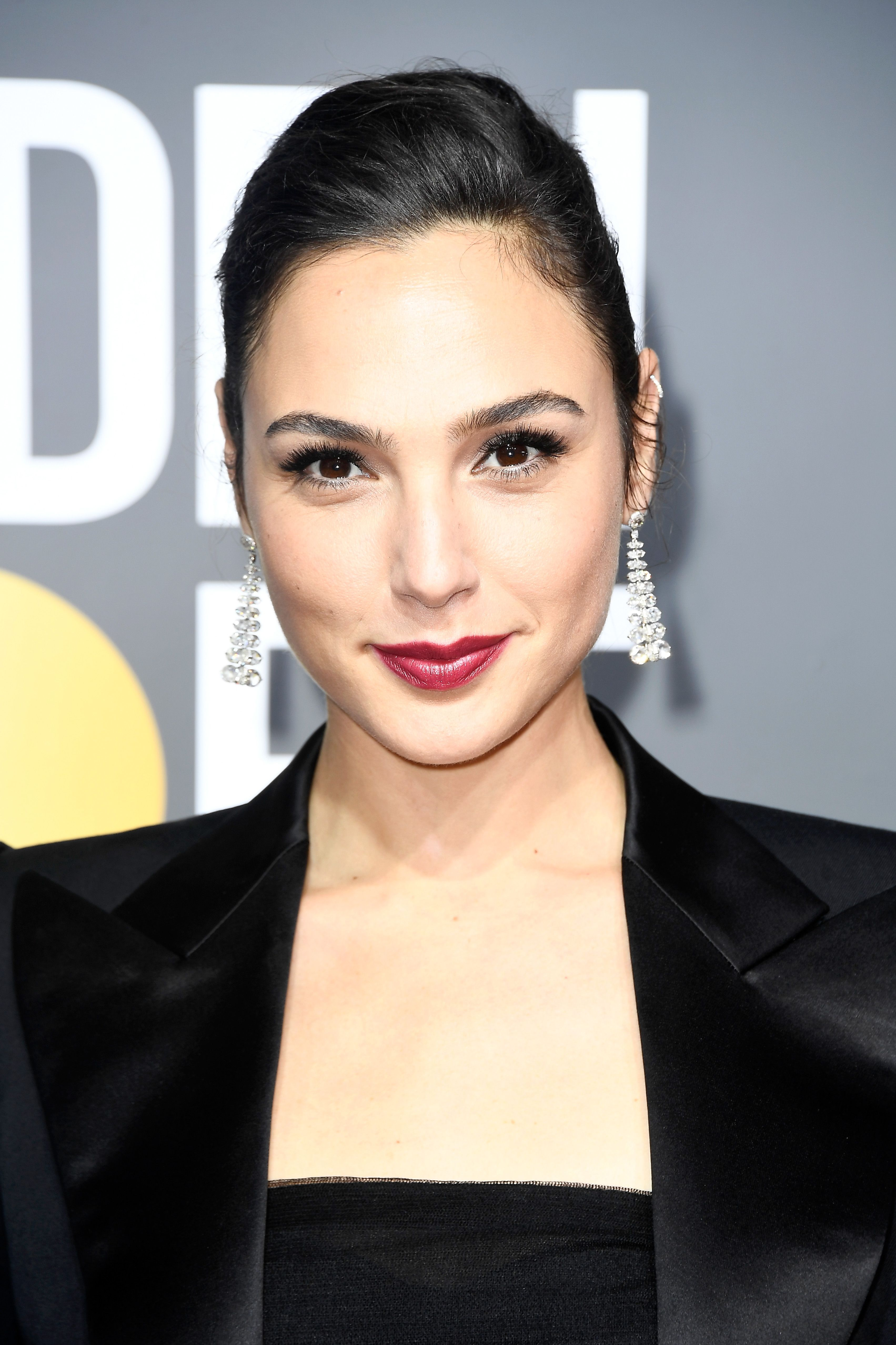 Gal gadot berry lip golden globes