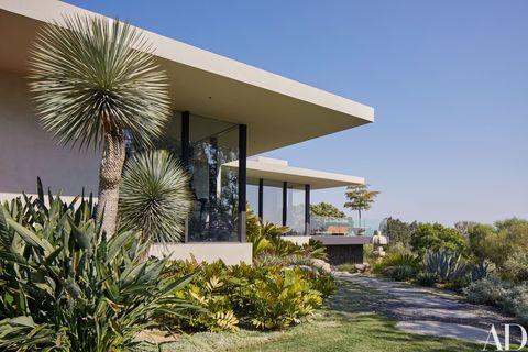 Plant, Plant community, Landscape, Real estate, Land lot, Shrub, Garden, House, Terrestrial plant, Shade,