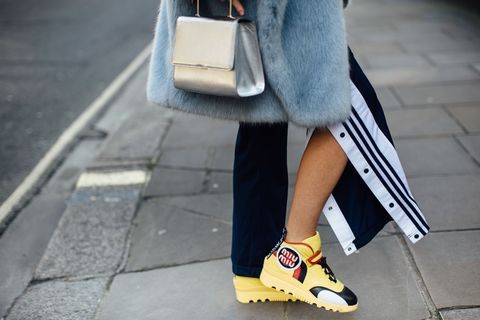 Human leg, Joint, Road surface, Street fashion, Asphalt, Bag, Fashion, Foot, Calf, Slipper,