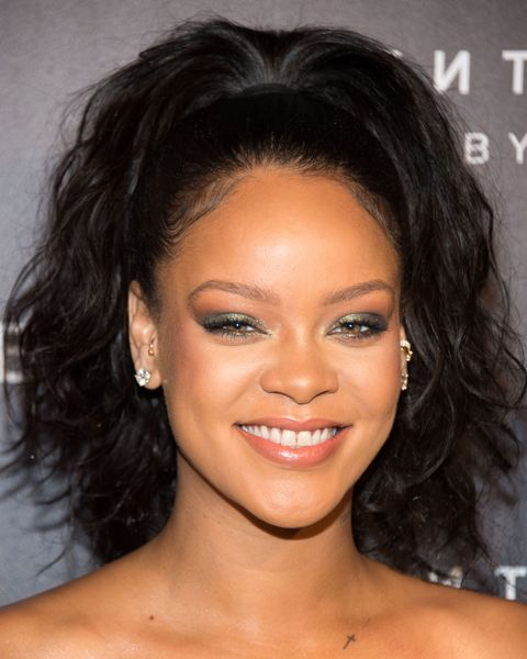 Rihanna Just Showed Off Her Short Bob And It\'s Super Summer ...