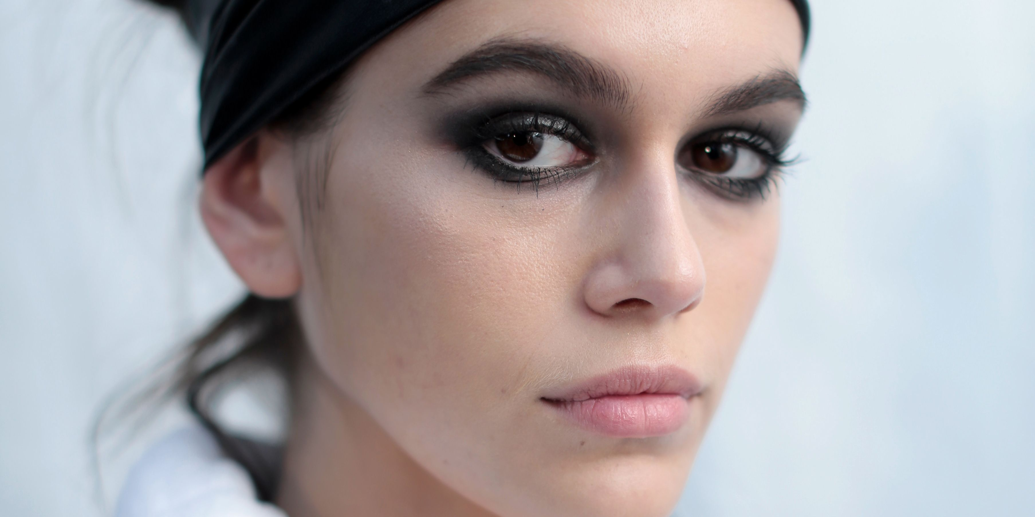 Aw18 Has Made The Smokey Eye Make Up Trend A Thing Again