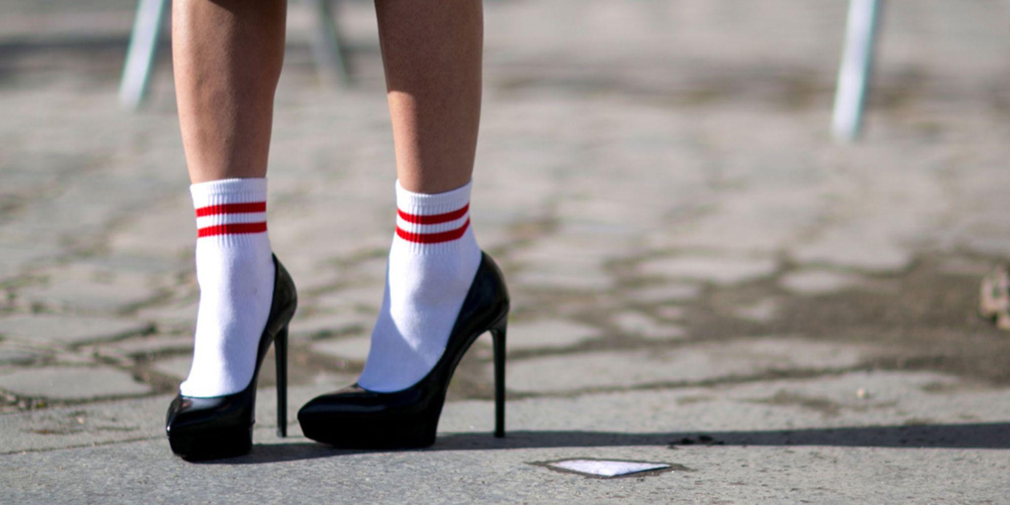 bc155585c58 2048x1024-e-inspiratie-27x-sokken-in-open-schoenen -7336692-1-eng-gb-inspiratie-27x-sokken-in-open-schoenen-jpg.jpg