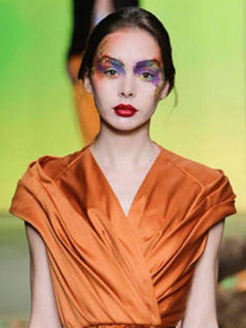 Maxima-draagt-oranje-jurk-van-deze-Nederlandse-ontwerper