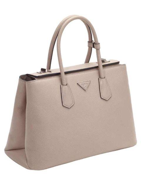 Prada-s-nieuwe-armcandy-de-Twin-Bag