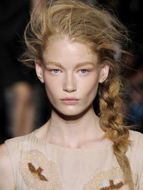 Hair, Lip, Hairstyle, Chin, Forehead, Eyebrow, Eyelash, Style, Beauty, Blond,