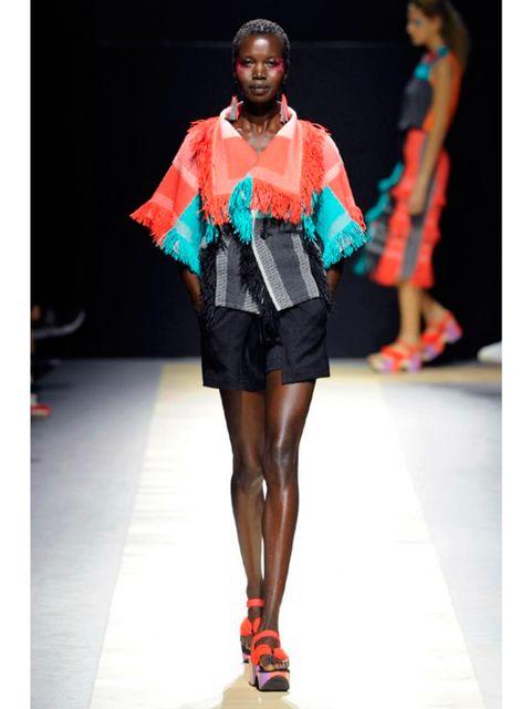 Fashion show, Shoulder, Human leg, Joint, Runway, Style, Fashion model, Waist, Jewellery, Knee,
