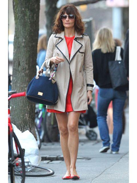 Clothing, Eyewear, Bicycle wheel rim, Textile, Bag, Outerwear, Coat, Style, Fashion accessory, Street fashion,