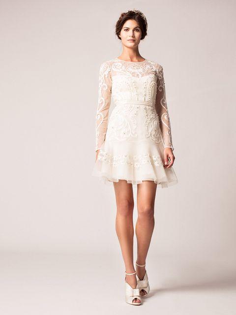 Skin, Sleeve, Shoulder, Human leg, Textile, Joint, White, Dress, Style, One-piece garment,