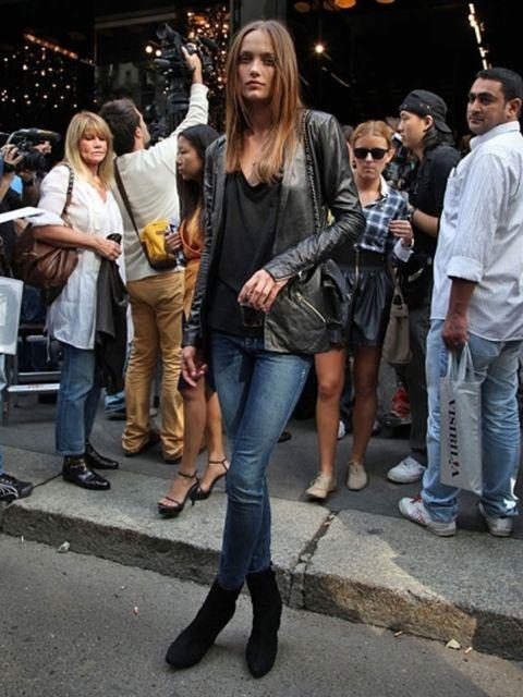 Clothing, Hair, Footwear, Face, Leg, Trousers, Jeans, Denim, Textile, Outerwear,
