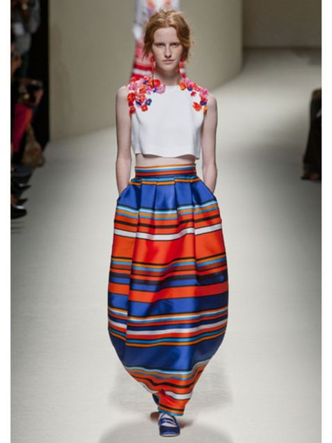 Shoulder, Textile, Joint, Fashion show, Style, Waist, Pattern, Fashion, Neck, Fashion model,