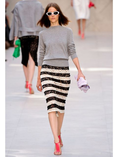 Clothing, Footwear, Leg, Shoulder, Textile, Joint, Outerwear, Human leg, Style, Sunglasses,
