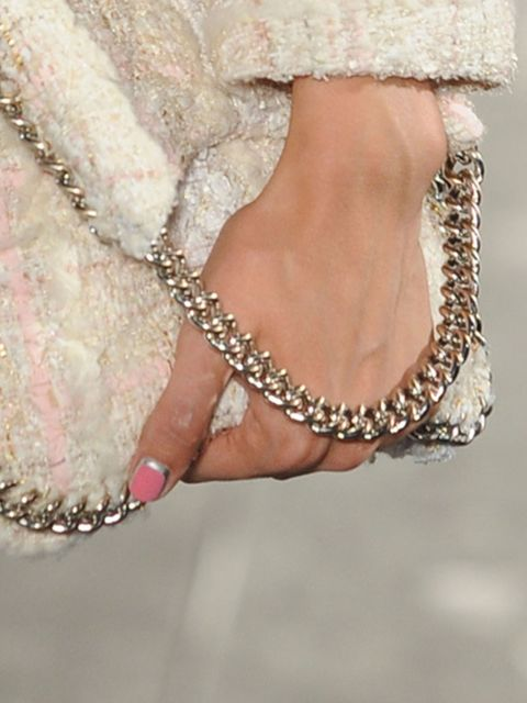 Gespot-nail-art-Chanel-couture