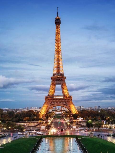 Man Springt Van Eiffeltoren.Buitenkans Je Kunt Nu Een Nachtje Slapen In De Eiffeltoren