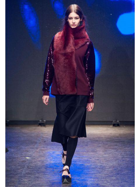 Fashion show, Style, Fashion model, Runway, Electric blue, Street fashion, Fashion, Model, Cobalt blue, Public event,
