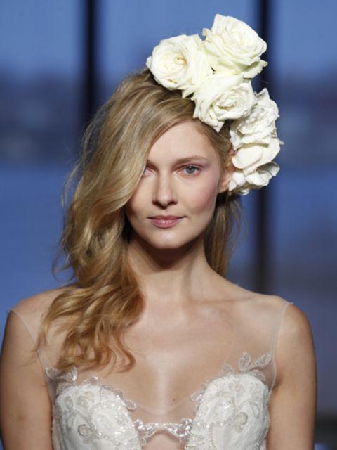 Clothing, Hairstyle, Petal, Style, Beauty, Hair accessory, Headgear, Fashion, Headpiece, Fashion model,