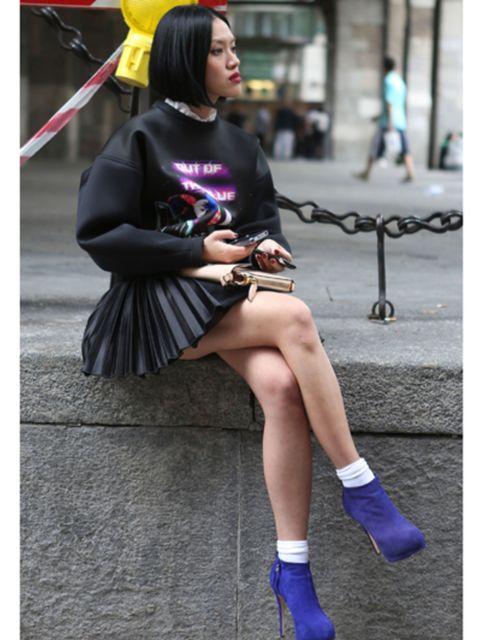 Human leg, Street fashion, Fashion, Knee, Thigh, Bag, Sock, Long hair, Calf, Costume,
