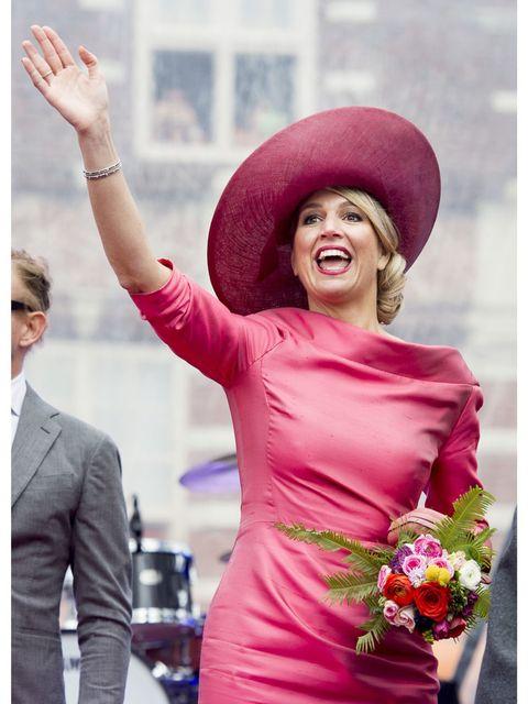 <p>Máxima droeg er een cape overheen van Zara.</p>