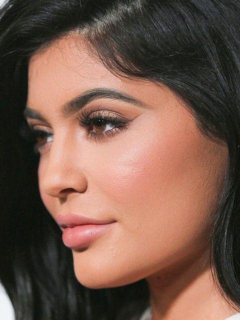 Kylie-Jenner-s-make-upartist-onthult-de-wenkbrauwfout-die-we-ALLEMAAL-maken