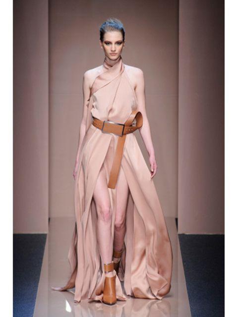 Human, Human body, Shoulder, Joint, Style, Fashion model, Fashion show, Fashion, Waist, Model,