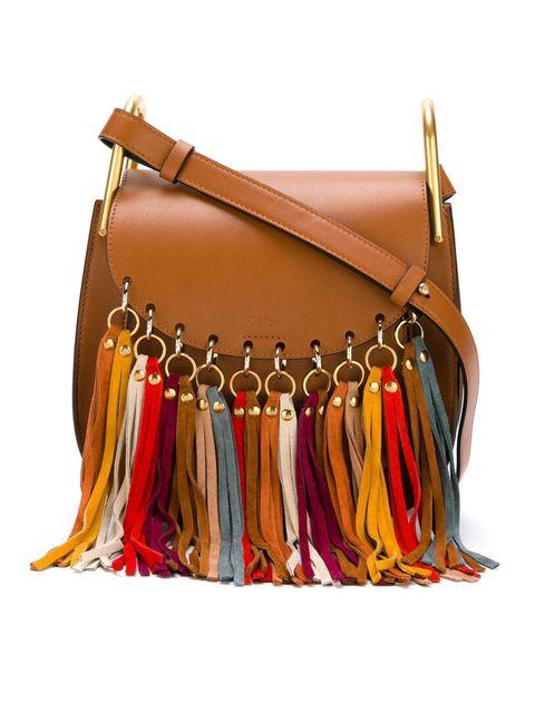 5ab0647ebce Shop 8 tassen met franjes die je outfit een stuk gezelliger maken