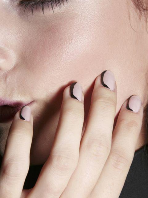Finger, Lip, Cheek, Skin, Eyebrow, Nail, Eyelash, Jewellery, Organ, Ring,