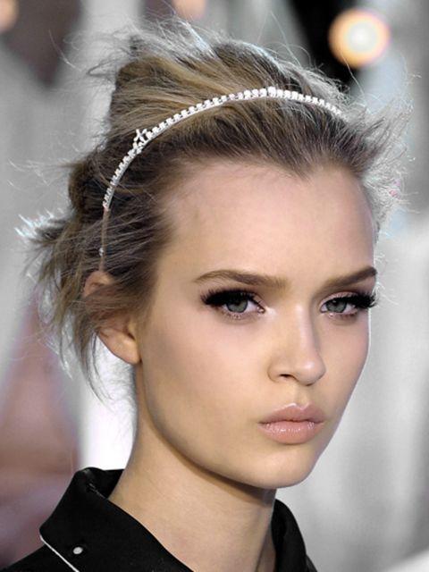 Hair, Head, Ear, Lip, Hairstyle, Chin, Forehead, Eyebrow, Eyelash, Hair accessory,